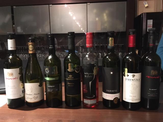 A bateria dos 8 vinhos degustados